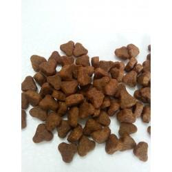 CLUB 4 ŁAPY - karma sucha dla psa. Dla psów juniorów od 6 miesiąca życia. Minimum 27% mięsa i produktów mięsnych.