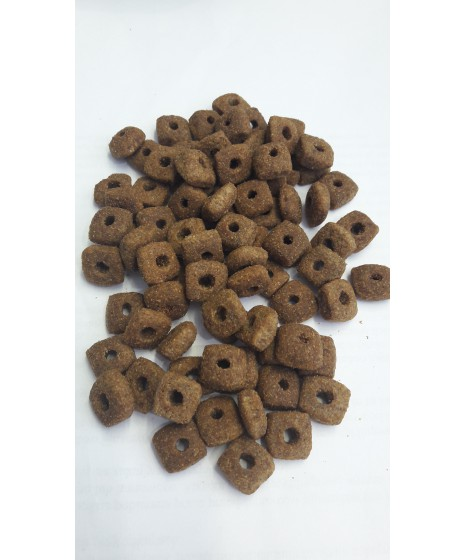Fitmin - karma sucha dla starszych psów lub z nadwagą. Z wołowiną, drobiem i wieprzowiną. Karma jakości premium.
