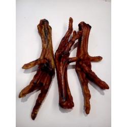 Łapka z kurcząt wędzona dla psa. Idealna przekąska. Zupełnie naturalny produkt, pachnący wędzonką.