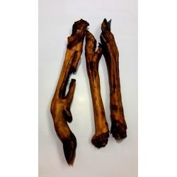 Noga z jelenia wędzona. Zupełnie naturalna przekąska dla pieska. Produkt POLSKI.  Długość około 25cm.